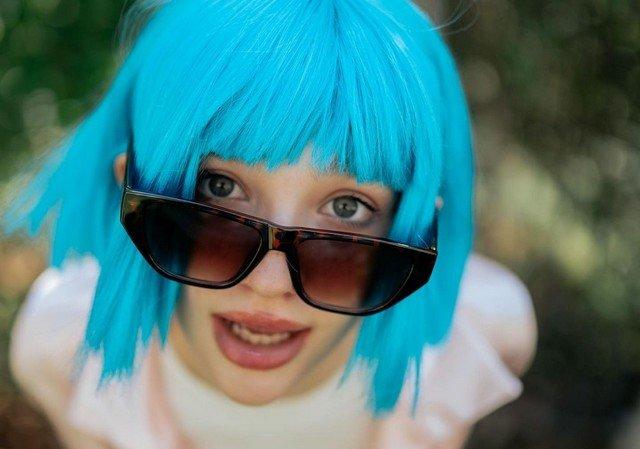 Лиза Анохина - новая звезда TikTok в голубом парике