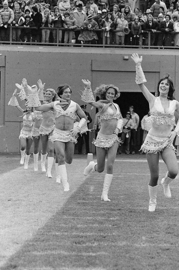 Робин Уильямс стал одной из чирлидерш, 1980 год