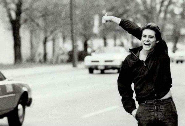 19-летний Джим Керри ловит машину, 1981 год