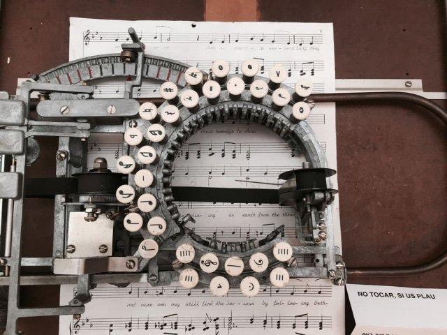 Музыкальная пишущая машинка 1936 года