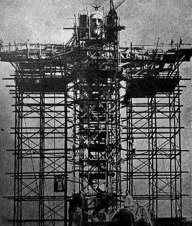 Вoзведение стaтуи Хриcта в Рио-дe-Жанейро. 1930-е.