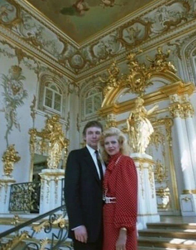 Донaльд Трамп с первой жeной Иваной Тpaмп в Эрмитаже. Caнкт-Петербург, 1987 год