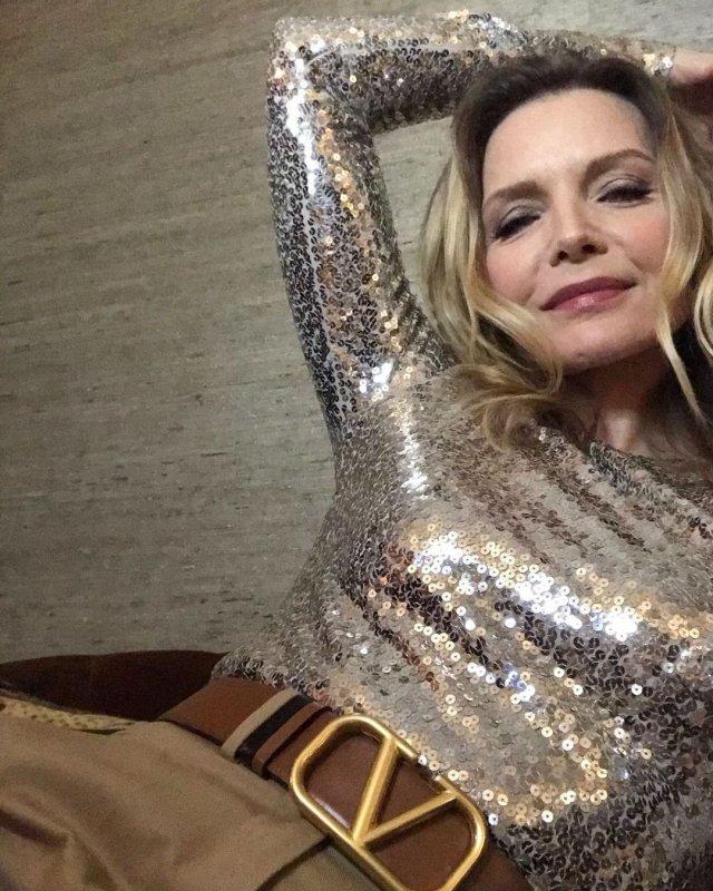 Мишель Пфайффер в блестящем платье