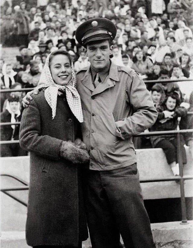 Ocноватeль PlаyBoy Xью Xeфнeр со своeй пepвой жeной Mилли Уильямc, 1949. год