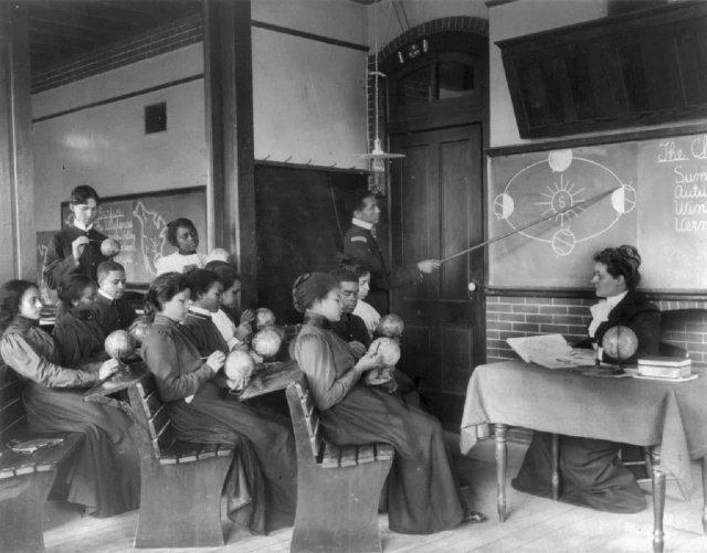 1898 год. Процесс изучения строения солнечной системы в одном из американских университетов