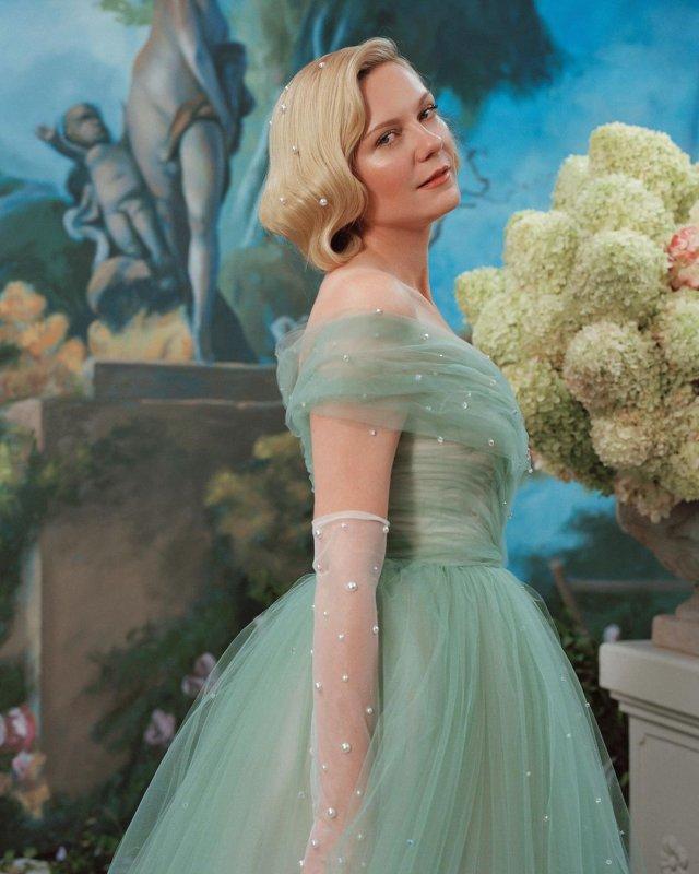 Кирстен Данст в зеленом платье