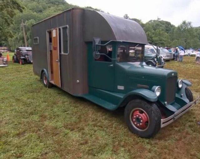 Необычный автодом в викторианском стиле, в котором есть даже полноценная ванна