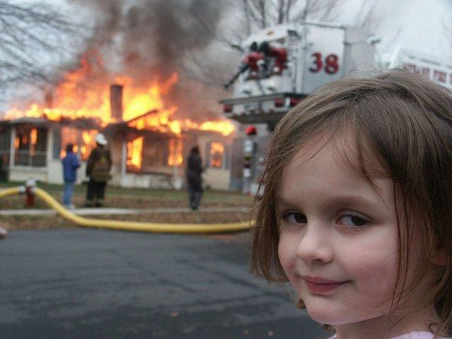 Героиня мема Disaster Girl Зои Рот продала его за полмиллиона долларов