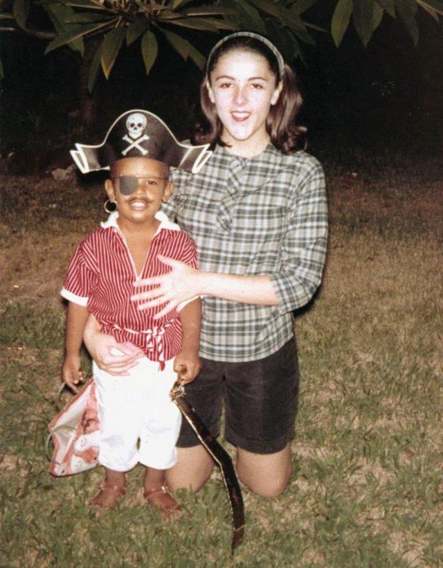 Барак Обама с мамой, 1966 год.