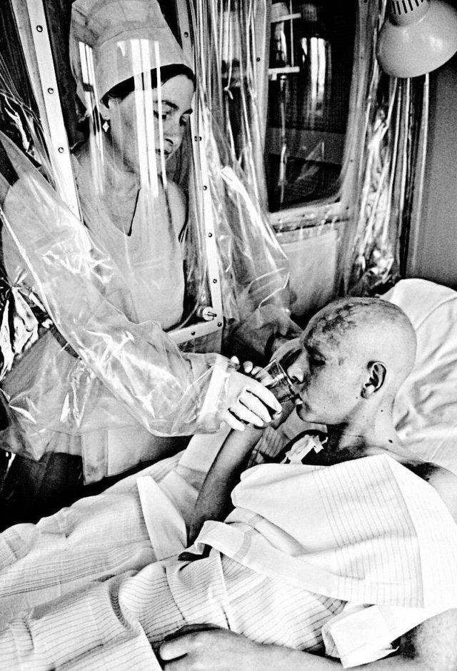 Лечение пострадавшего во время аварии на Чернобыльской АЭС. Москва, 1986 год.