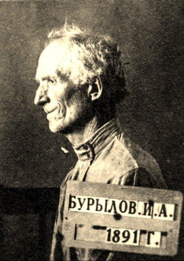 Бухгалтер Иван Бурылов, написавший слово «комедия» на бюллетене для голосования. Получил за это действие 8 лет лагерей. 1940 год.