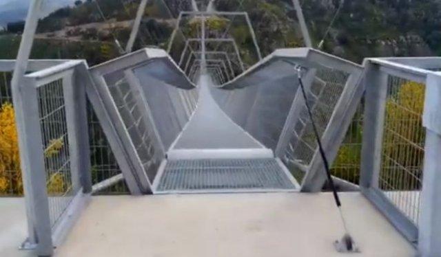 В Португалии построили самый длинный подвесной мост в мире
