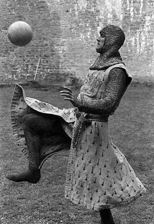 Игры с мячом за кадром «Монти Пайтона и Священного Грааля»