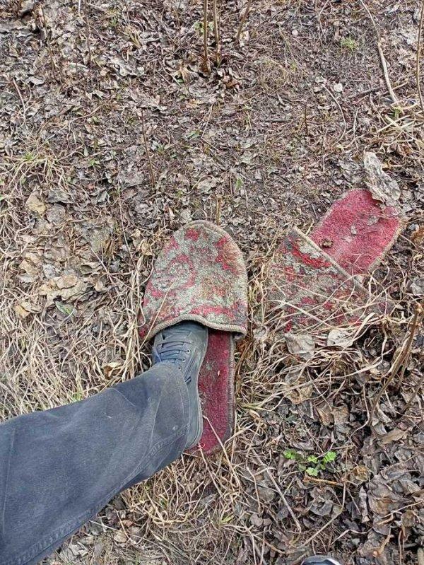 Фотограф носит ботинки 45-го размера