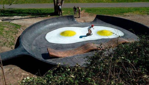 В часе езды от Сиэтла есть скейтпарк в форме яичницы с беконом