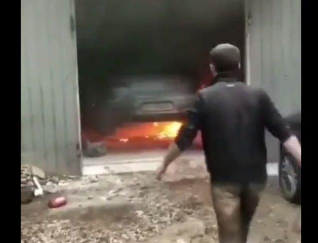 Эпичный пожар в автосервисе