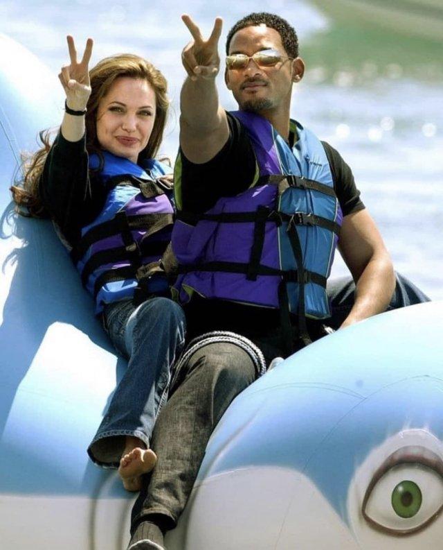 Уилл Смит и Анджелина Джоли весело проводят время, 2004 год.