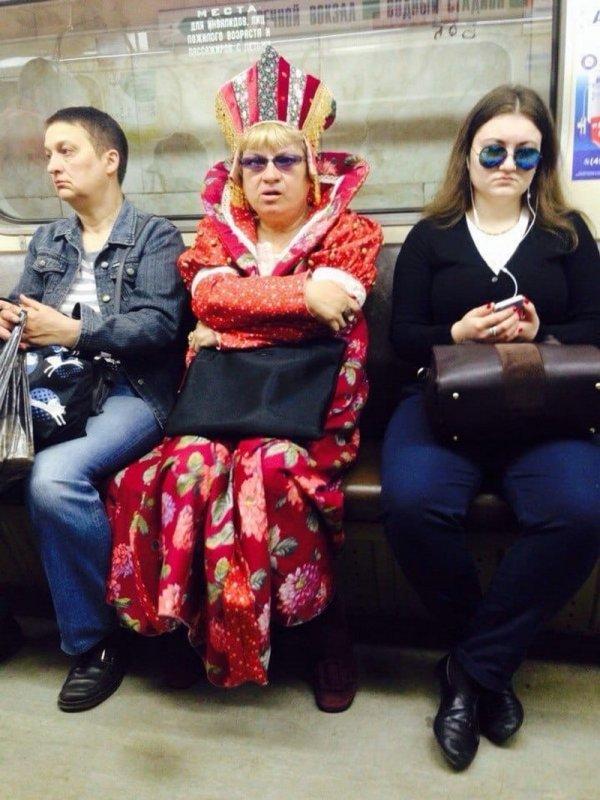 женщина в кокошнике