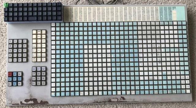 Японская клавиатура с 542 клавишами для набора текстов с иероглифами. 1989 год.