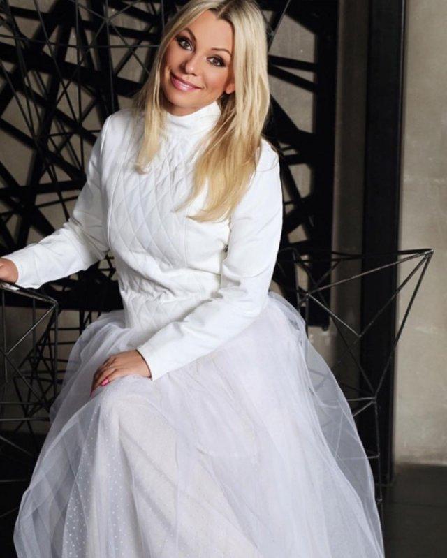 Ирина Салтыкова в белом платье