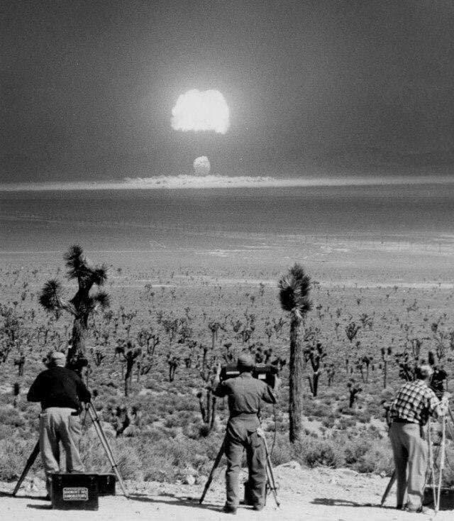 Испытания атомной бомбы. Невада, 1955 год.