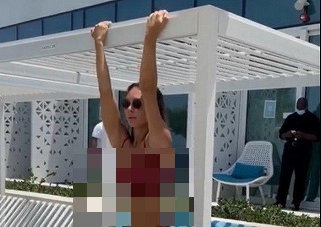 Блогер Женя Моисеенко (jenny.m.official) в купальнике