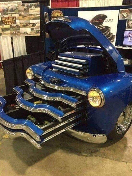 """Как мастера дают """"вторую жизнь"""" старым автомобилям"""