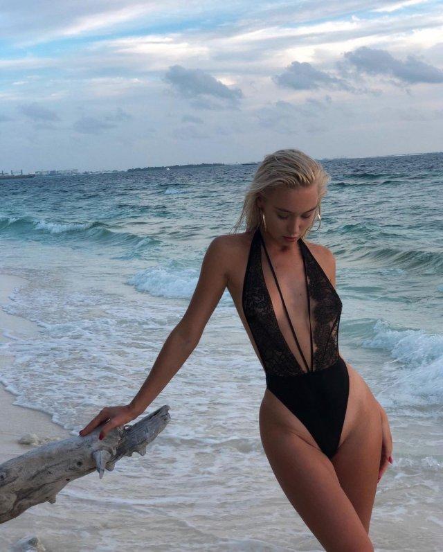 """Диана Погорелая - модель, ставшая участницей """"голой фотосессии"""" в Турции в черном купальнике"""