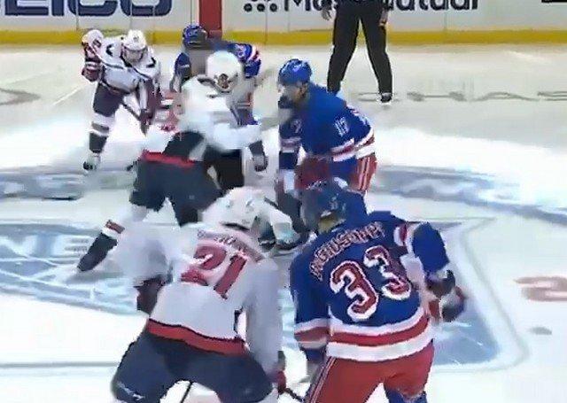 Массовая драка хоккеистов на матче «Рейнджерс» и «Вашингтона» из-за Артемия Панарина