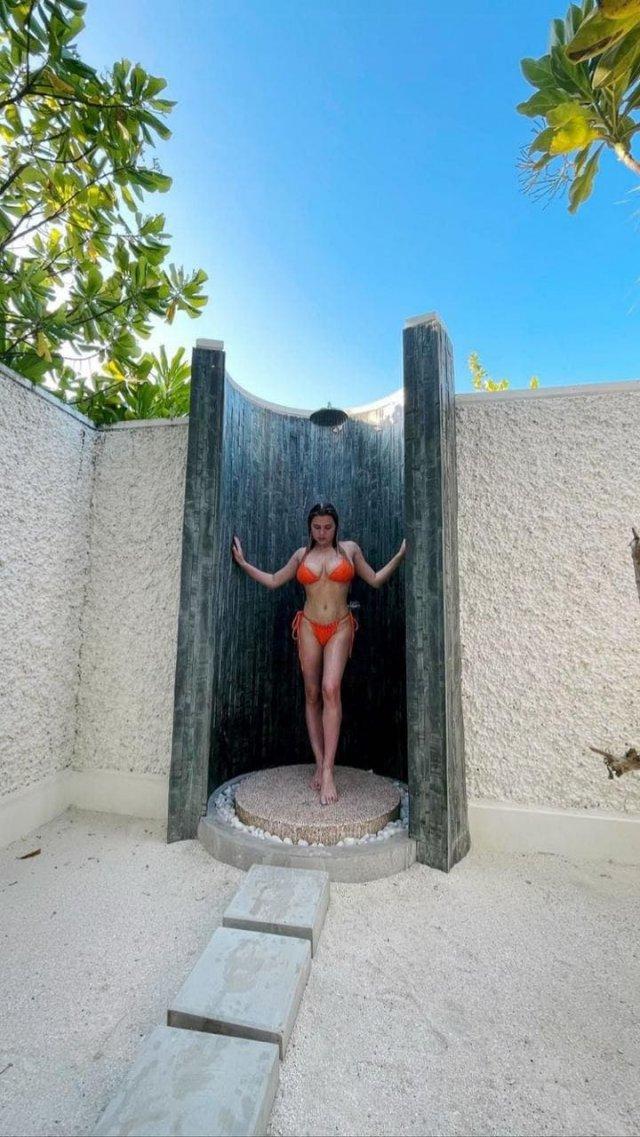 Горячие фото внучки Михаила Боярского - Екатерины Боярской в купальнике под душем