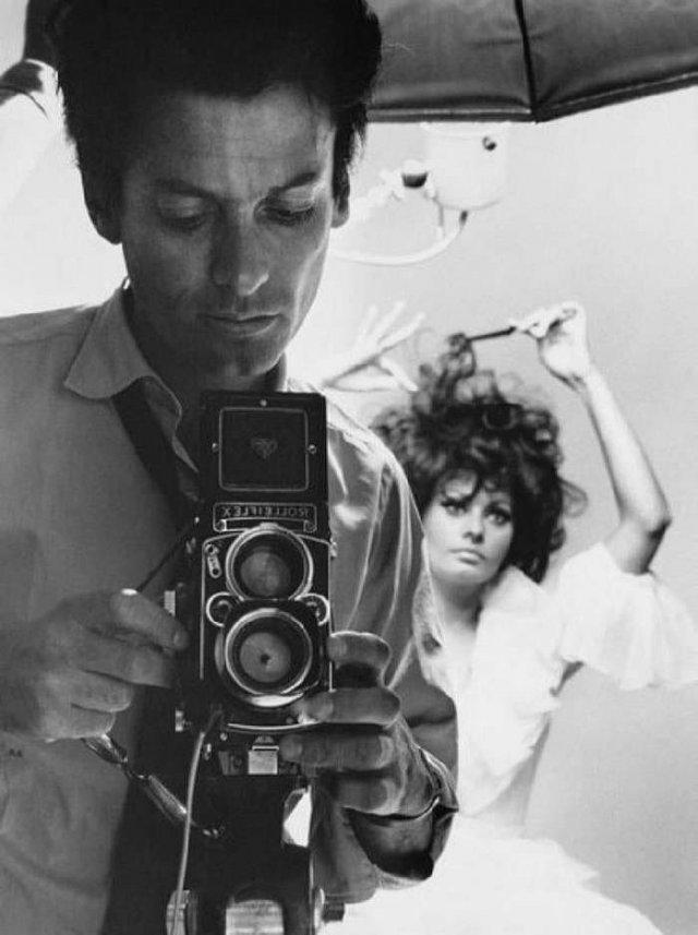 Фотограф Ричард Аведон и его модель Софи Лорен, 1966 год