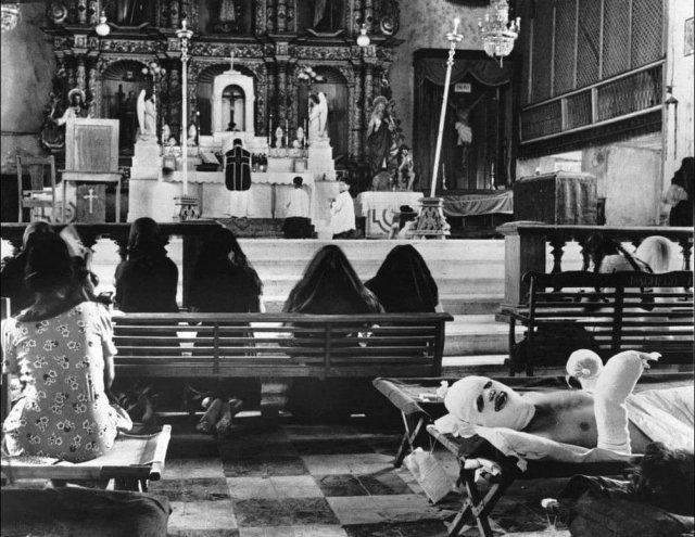 Импровизированный госпиталь в католическом соборе, 1944 год