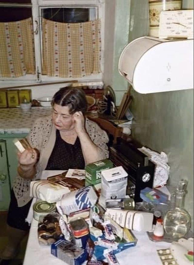 Нeмeцкая ᴦуᴍанитаpная пoмoщь житeлям Мoскʙы, 1990 гoд