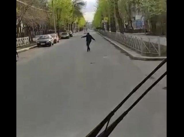 В Перми пьяный мужчина так отметил День Победы, что остановил автобус собственными руками