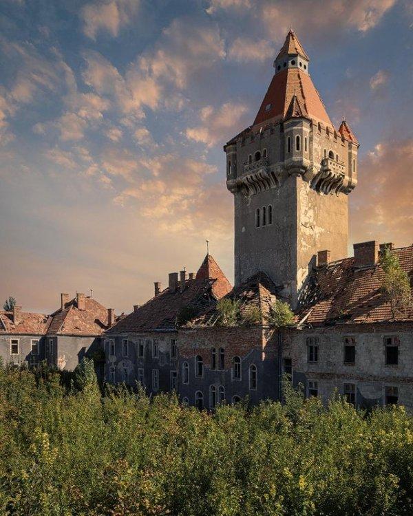 Заброшенный замок в Венгрии