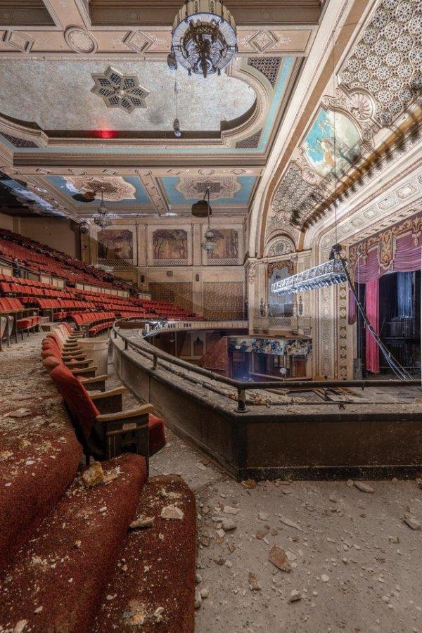Прекрасный заброшенный театр