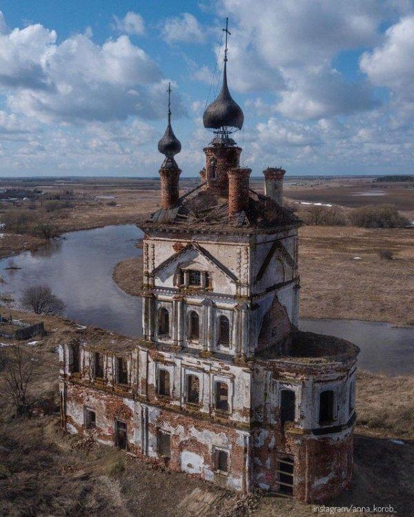 Заброшенная церковь в России