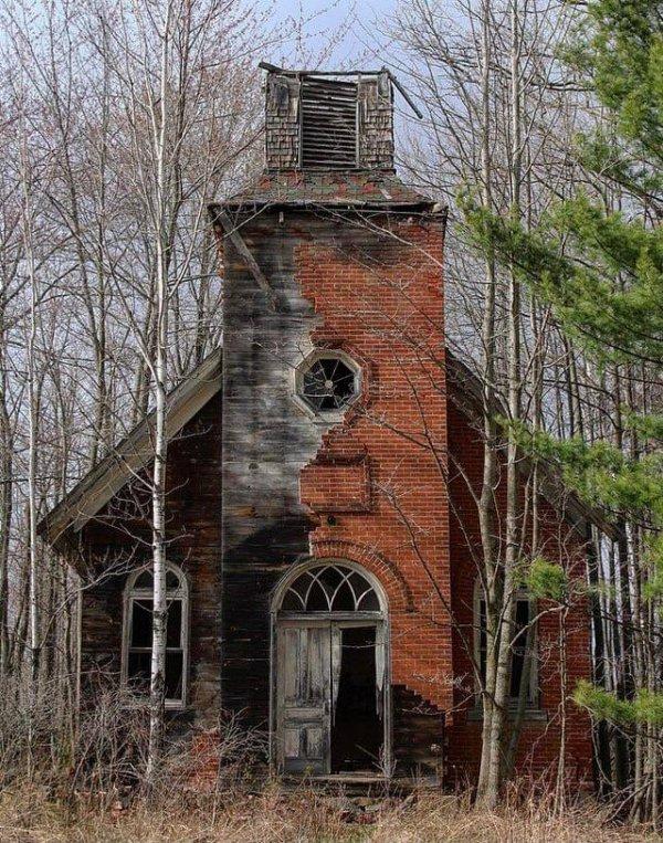 Заброшенная церковь на Среднем Западе