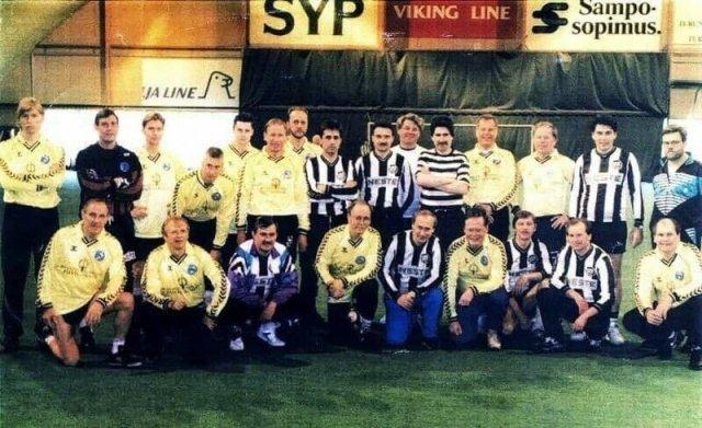 Владимир Путин в футбольной команде петербургской мэрии
