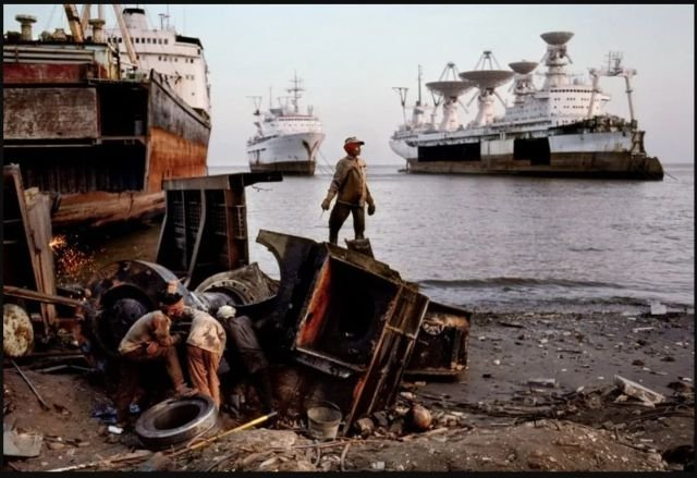 Индусы разбирают на металлолом советские научные суда
