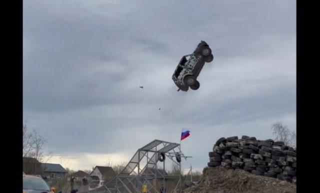 """Красивый прыжок на """"Ниве"""" с неудачным приземлением"""