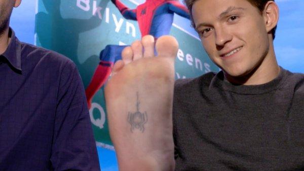 Том Холланд и его татуировка Человека-паука
