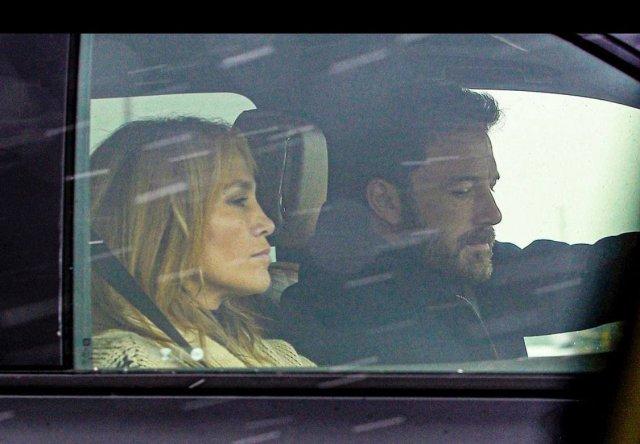 Дженнифер Лопес с Беном Аффлеком в машине