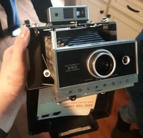 Фотоаппарат Polaroid 250, который мои родители нашли во время уборки в здании страховой компании моего деда