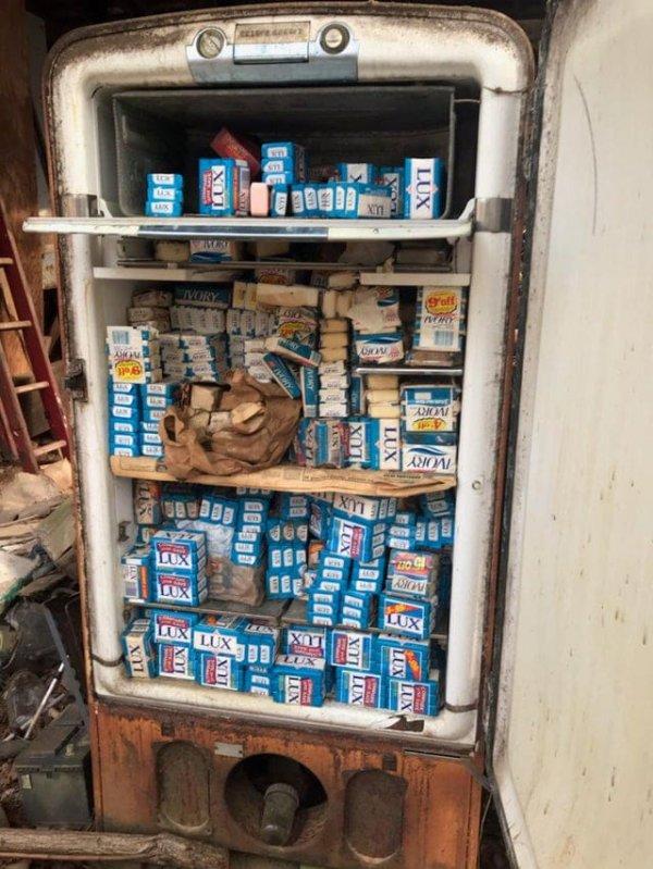 Нашли у друга дома старый холодильник, полный мыла... есть вопросы