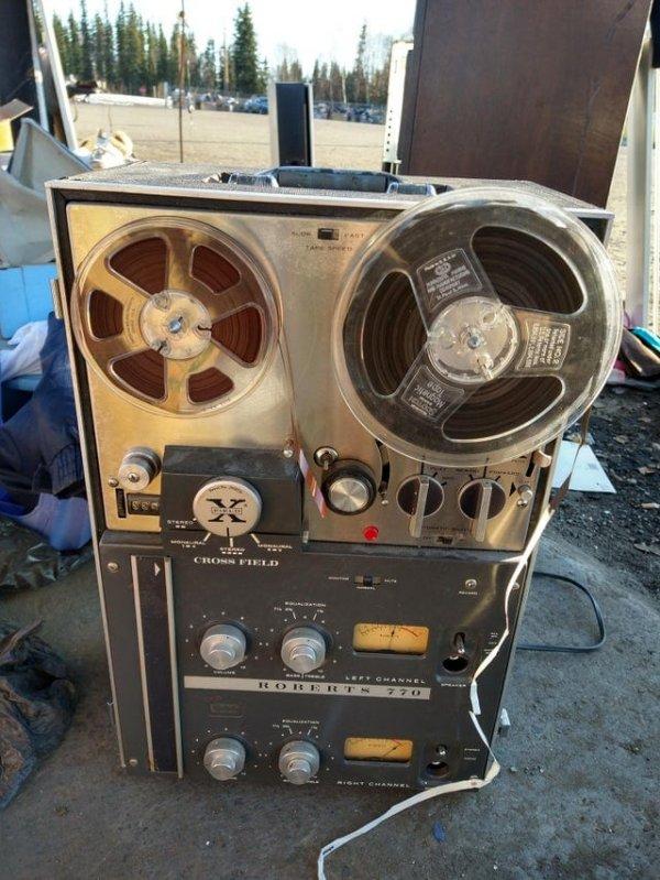 Нашёл старый катушечный магнитофон