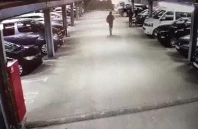 В Москве неизвестные сожгли машину юриста, и сделали селфи на ее фоне