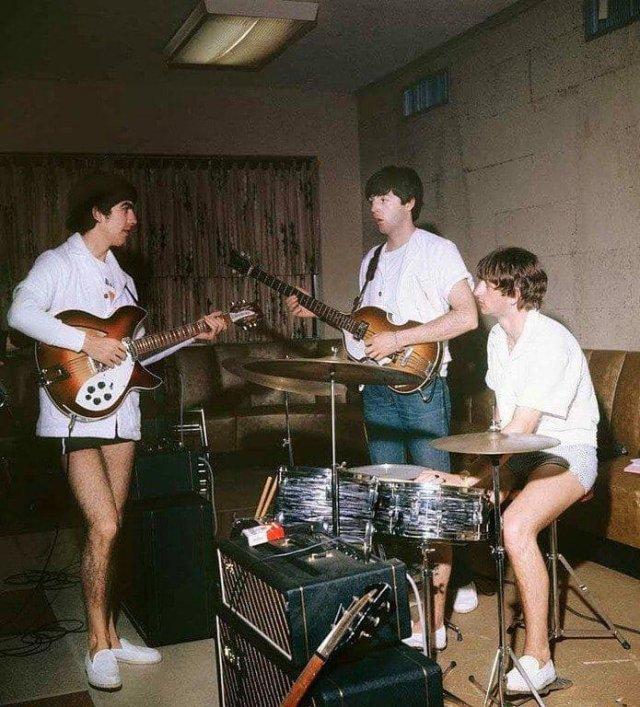 Репетиция The Beatles в номере одного из отелей Майами, 1964 год.