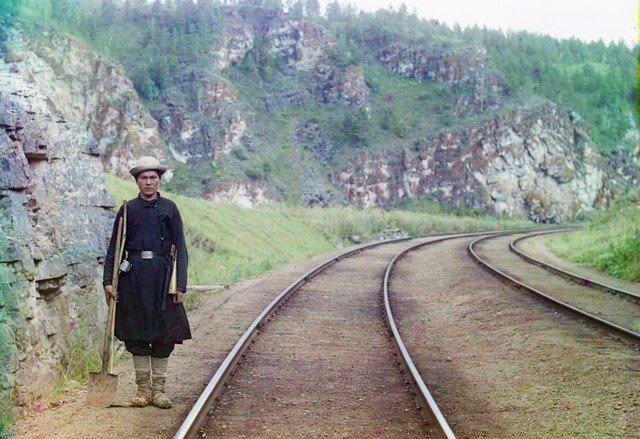 Работник транссибирской железной дороги. Недалеко от города Усть-Катав, 1910 год.