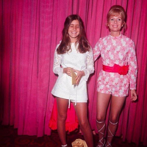 15-летняя Кэрри Фишер со своей матерью Дебби Рейнольдс в 1972 году